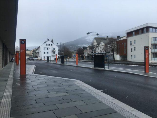 Voss駅のバス停